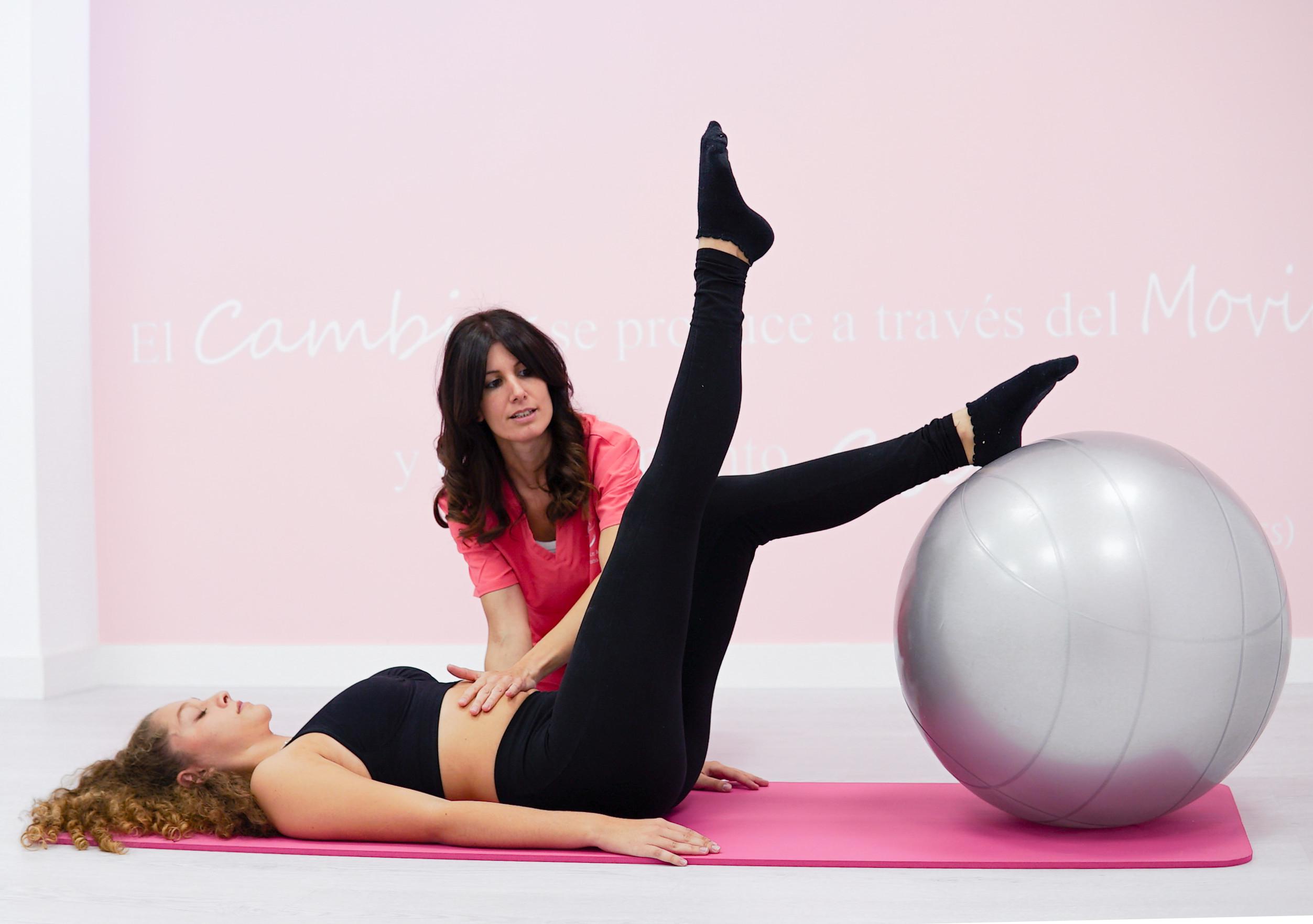 Pilates con pelota terapeutica